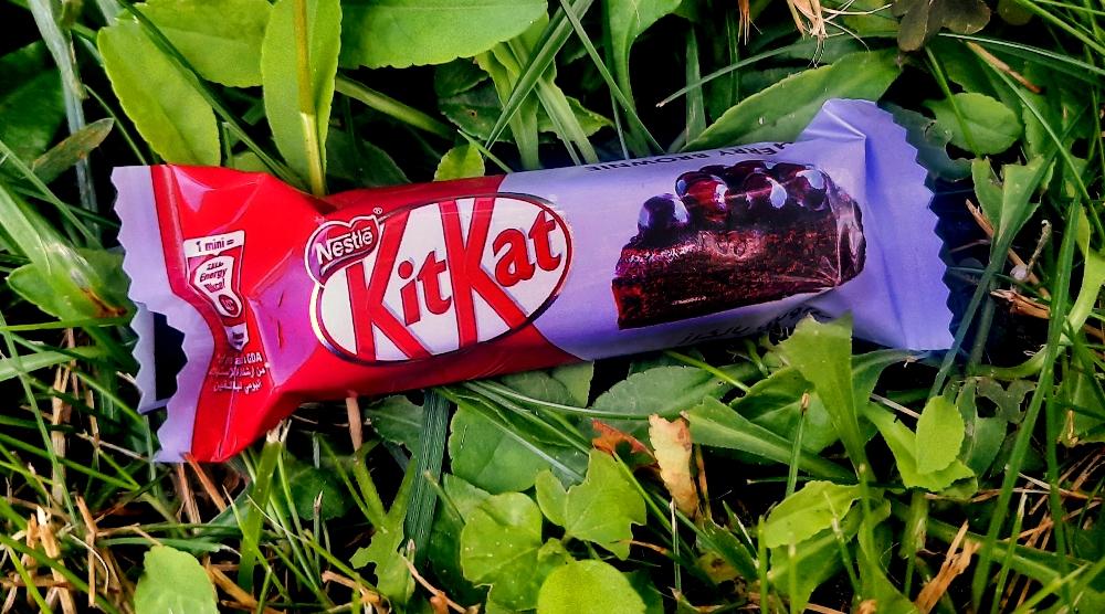 KitKat Senses Cherry Brownie