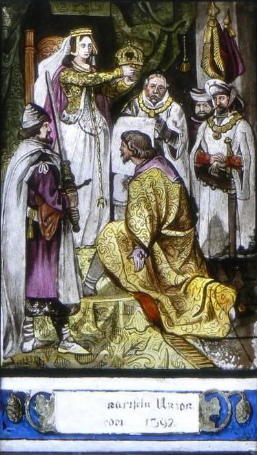 Abbildung der Krönung Eriks durch Margrete, wie sie im Pena Palast auf einem Fenster zu sehen ist