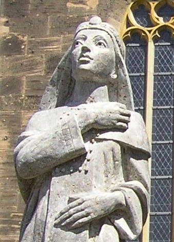 Statue der Kaiserin Theophanu vor der Marktkirche in Eschwege